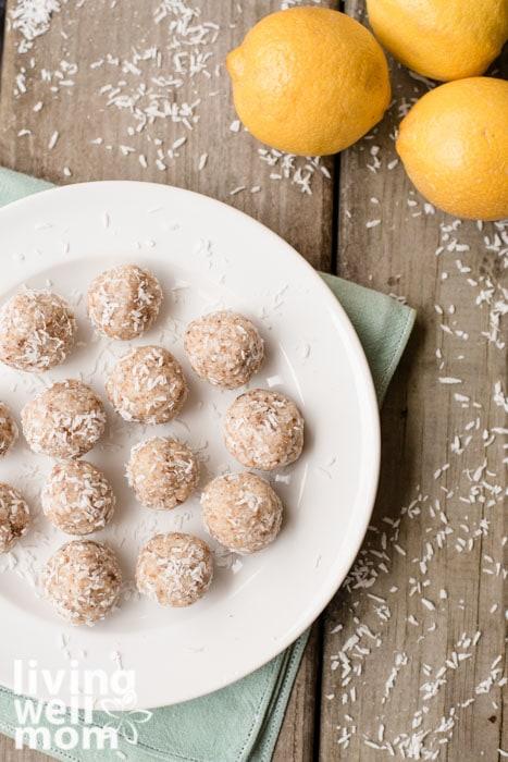 Healthy Paleo Snack - coconut energy balls
