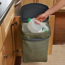 Keep Your Counters Clean with the Rubbermaid Hidden Recycler {Giveaway}