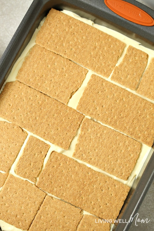 graham crackers over vanilla pudding in pan