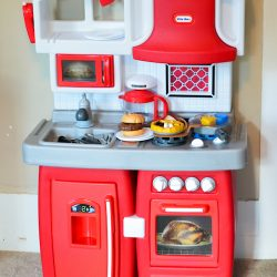 Little Tikes Cook 'n Grow Kitchen {Giveaway}