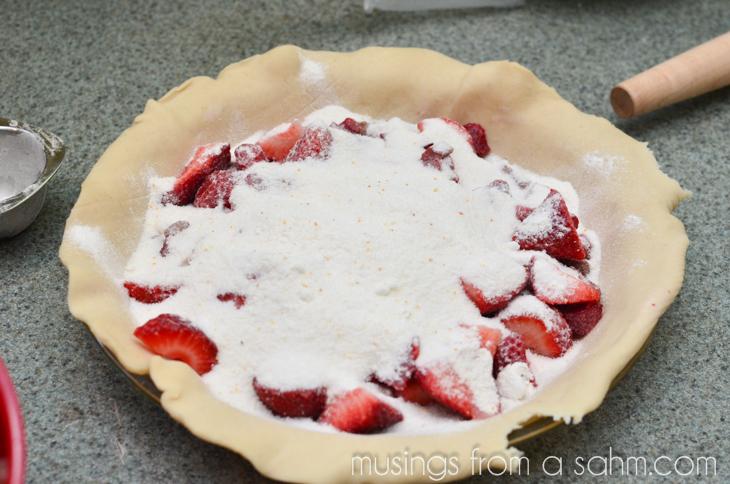1305_strawberry rhubarb pie_062-5
