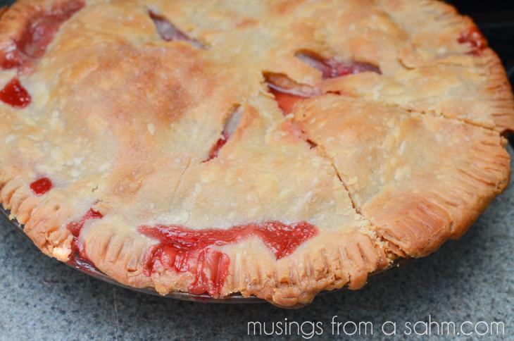1305_strawberry rhubarb pie_083-15