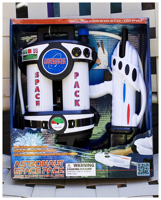 astronaut space pack water blaster - photo #1