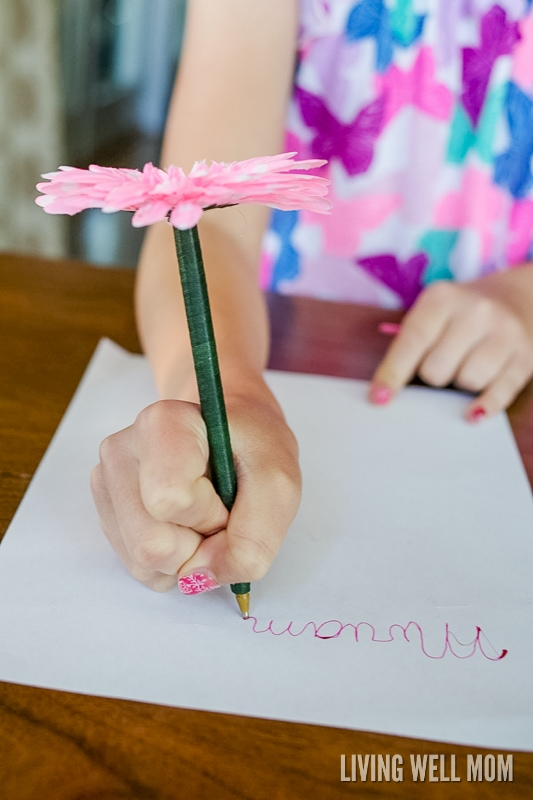 How to make flower pens simple diy gift idea if you ever wanted to know how to make flower pens look no farther mightylinksfo