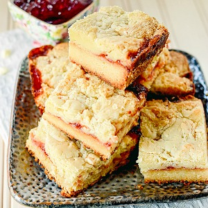 White-Chocolate-Raspberry-Bars SB