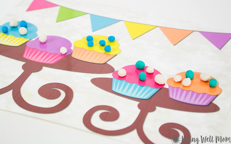Need an easy activity to keep the kids busy? These adorable Cupcake Playdough Mats are what you're looking for! The kids will love this open-ended activity that inspires imaginative play, creativity, and even sharing! Get your free printable playdough mats here.