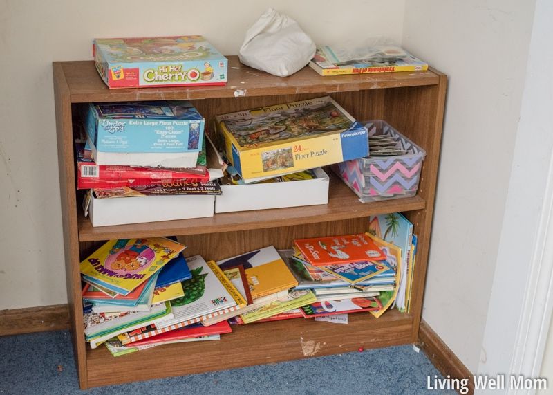 Do your kids scatter toys faster than you can organize them? Here's 5 steps that simplify toy organization and make it worth your while with lasting results! Moms, you don't want to miss this!