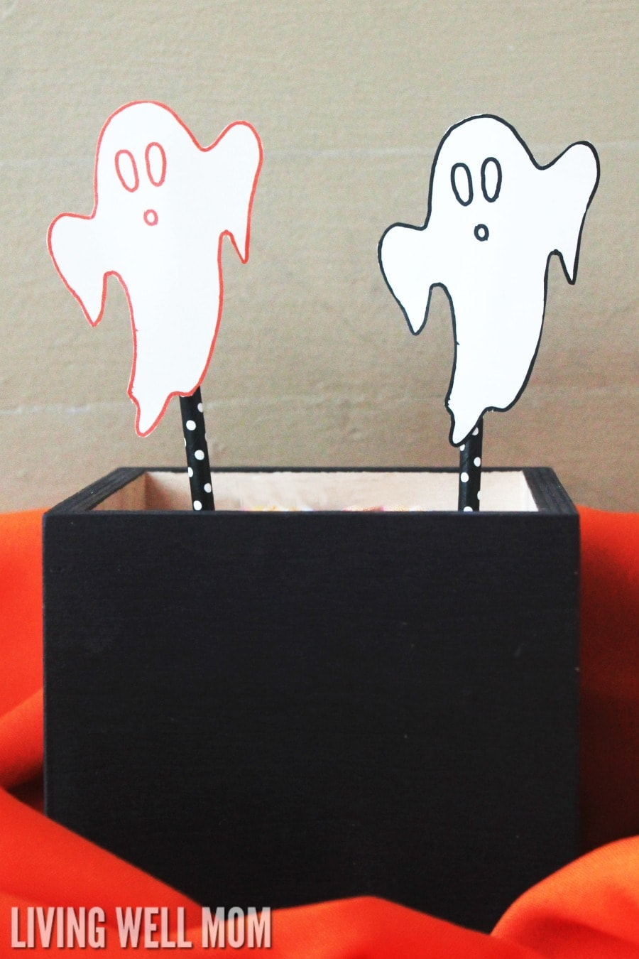"Flying Ghosts craft for kids - this Halloween activity is quick and easy and kids will love ""flying"" their ghosts in the air. Plus get a free printable ""ghost"" template! This is a perfect no-mess activity for parties, classrooms, and at home!"