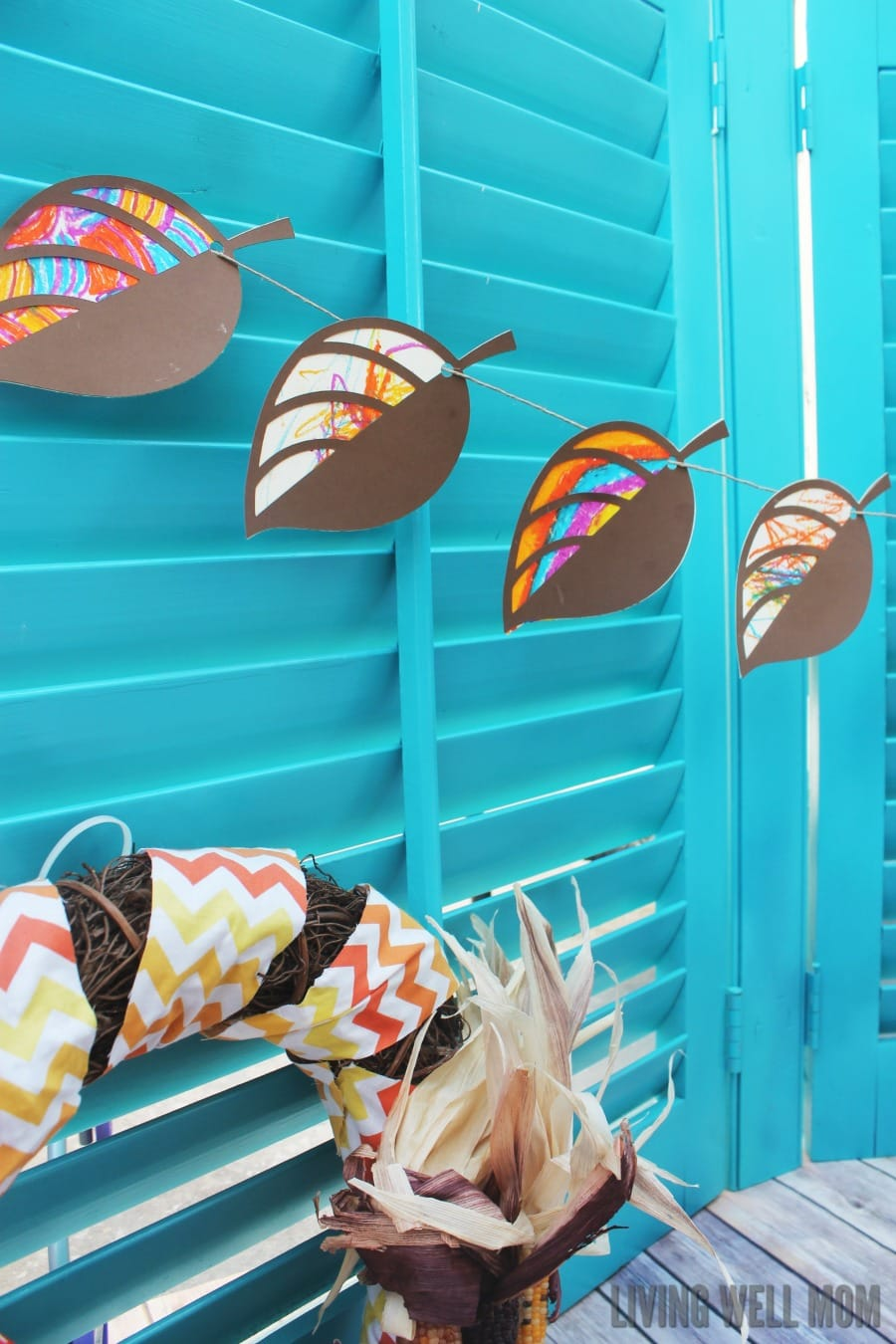 How to make a fun painted leaf garland with kids: This fun craft is a great way to usher in the fall season, whether you have beautiful autumn leaves or not! It's so easy even toddlers can participate.