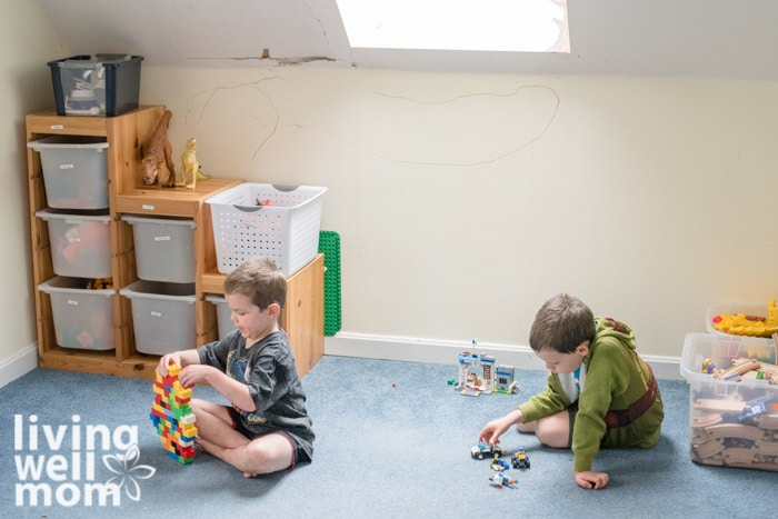 2 boys playing with toys on the floor